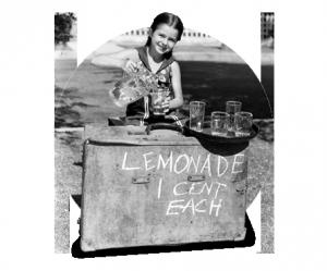 Niña vendiendo limonada