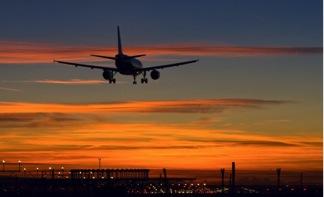 avión despegando para vender en el extranjero