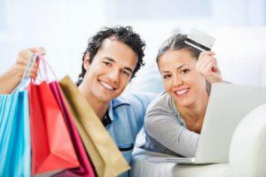 Pareja comprando en una tienda online